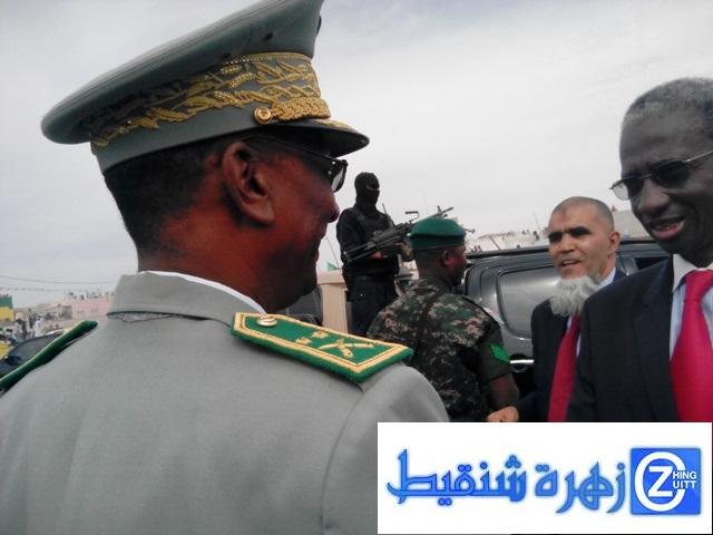 قائد أركان الحرس المتقاعد الجنرال فلكس نكري ووزير الدفاع خلال الحفل